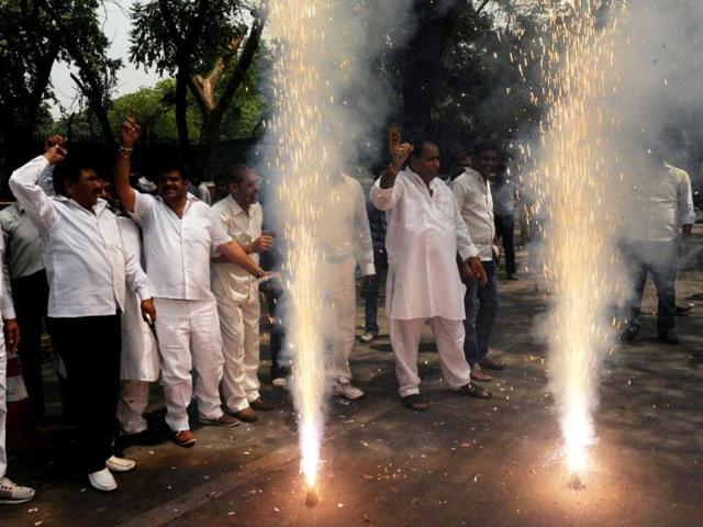 Supporters-of-Congress-celebrate-their-victory-in-the-Karnataka-Assembly-elections-in-front-of-party-president-Sonia-Gandhi-residence-in-New-Delhi-AFP