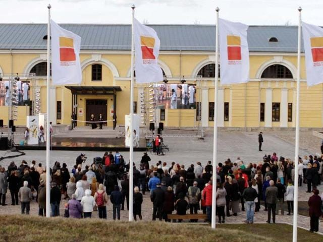 Visitors-attend-the-opening-of-the-new-Mark-Rothko-Center-in-Daugavpils-Latvia-Photo-AFP-STR