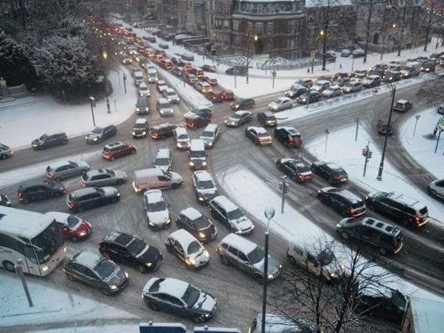 Vehicles-are-stuck-in-a-huge-traffic-jam-after-a-heavy-snowfall-in-the-late-afternoon-that-paralyzed-traffic-in-downtown-Brussels-Photo-AFP-Georges-Gobet