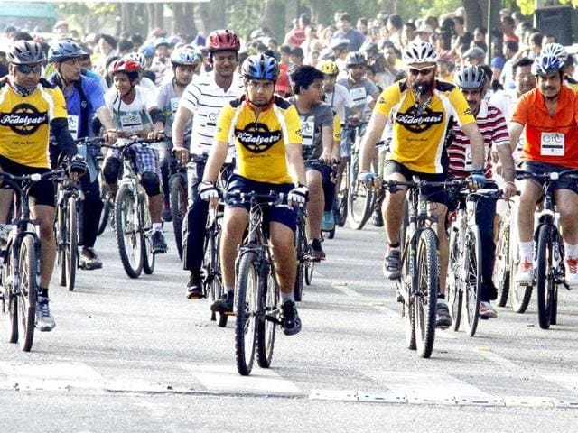 Over-250-cyclists-comprising-of-government-officials-students-teachers-cycling-enthusiasts-and-civic-groups-converged-in-Gurgaon-to-make-the-city-bike-friendly-city-HT-Photo-Manoj-Kumar