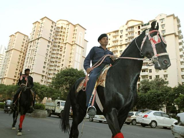 The-horse-mounted-squad-of-the-Quick-Response-Team-QRT-seen-patrolling-the-DLF-5-area-in-Gurgaon-Sanjeev-Verma-HT