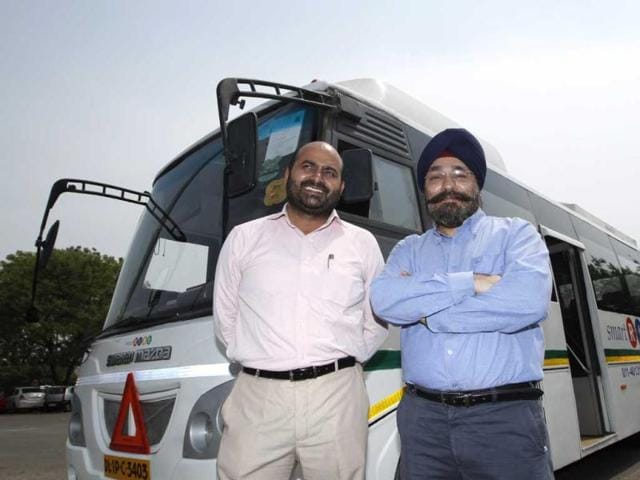 Subinder-Khurana-R-and-Ashok-Vashist-CEO-WTI-Travel-Rentals-C-with-a-Smart-Ride-bus-one-of-the-vehicles-of-the-feeder-service-that-bridges-the-gap-between-the-metro-and-the-cybercity-Sanjeev-Verma-HT