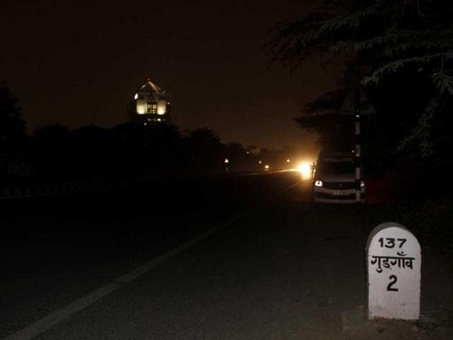 This-picture-shows-a-street-with-no-lights-on-the-Gurgaon-Faridabad-road-Sanjeev-Verma-HT