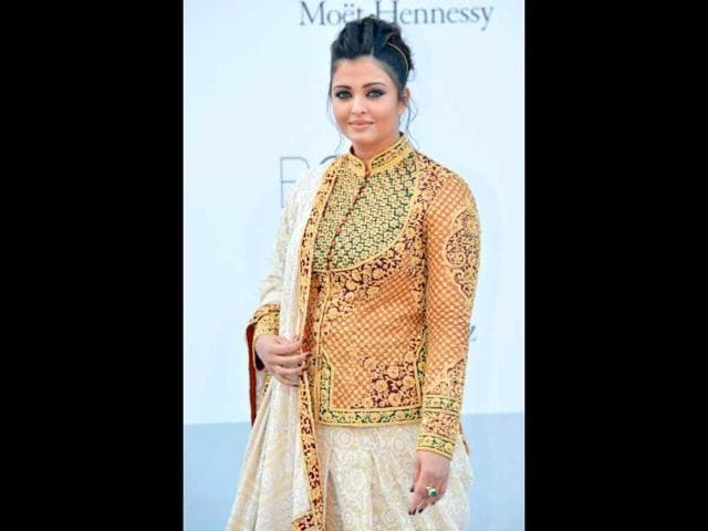 Ever since the photograph of Aishwarya Rai Bachchan with double chin surfaced, she has been criticised by followers who suggest she should have lost her baby weight following the birth of her daughter.