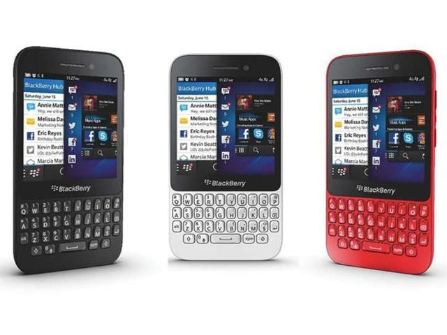 The-BlackBerry-Q5-combines-a-full-keyboard-with-a-3-1-inch-touch-sceen-and-is-available-in-three-colors