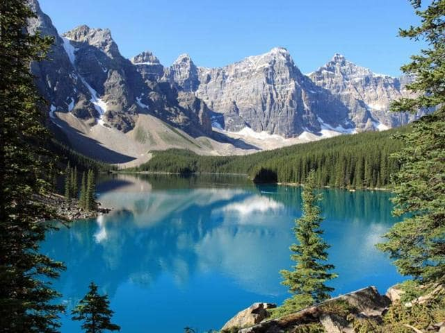 Moraine-Lake-in-Banff-National-Park-Alberta-Canada-Photo-AFP-Thomas-Barrat-Shutterstock-com