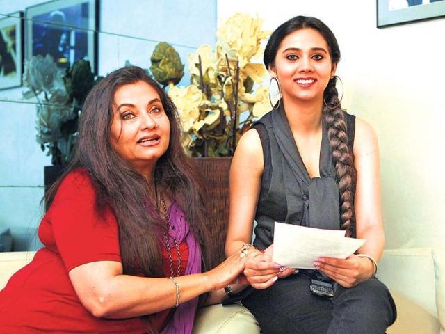 Actor-Sasha-Agha-with-her-actor-singer-mom-Salma-Agha-Photo-Amlan-Dutta