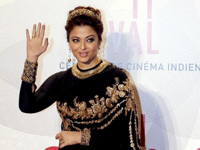 Empress Aishwarya waves at the crowd