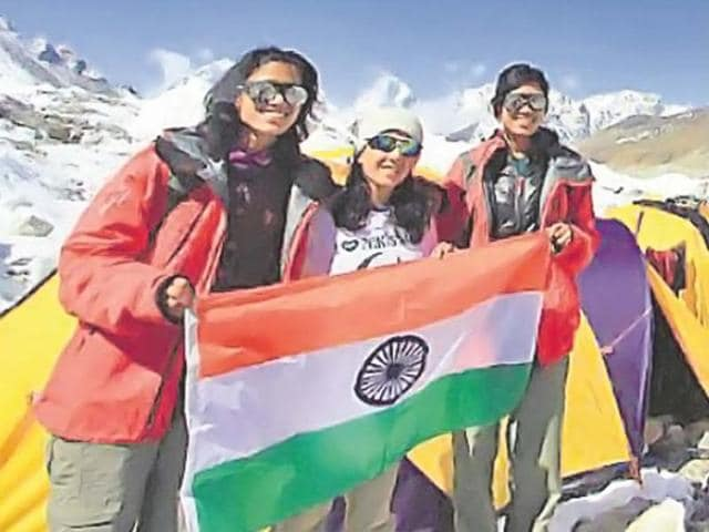 Mt Everest,india-pakistan friendship,twin sisters everest record