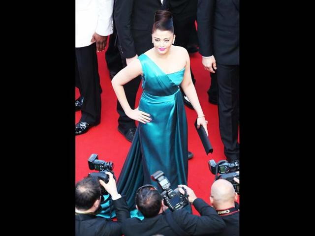After faltering in blacks and golds, Aishwarya dazzles in blue. Well, not completely.