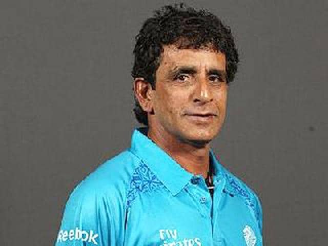 File-photo-Umpire-Asad-Rauf-along-with-Royal-Challanger-Bowler-R-P-Singh-a-t20-league-match-in-Chennai-HT-photo-Virendra-Singh-Gosain