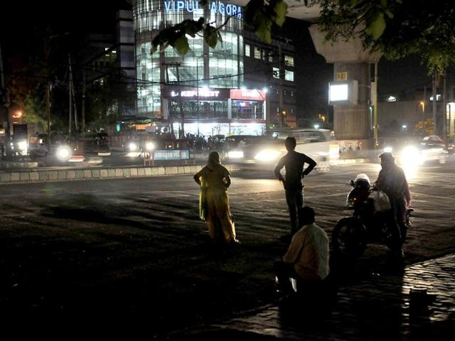 A-dark-stretch-near-the-shopping-malls-in-Gurgaon-Arijit-Sen-HT