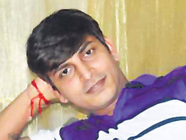 32-year-old-photographer-Prakash-Patni-hours-after-he-gave-hints-about-his-plan-on-Facebook