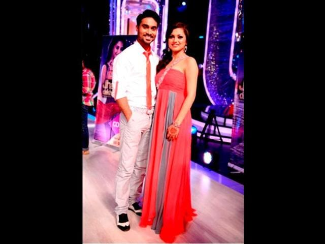 Drashti-Dhami-with-her-choreographer-Salman-on-Jhalak-Dikhhla-Jaa-sets