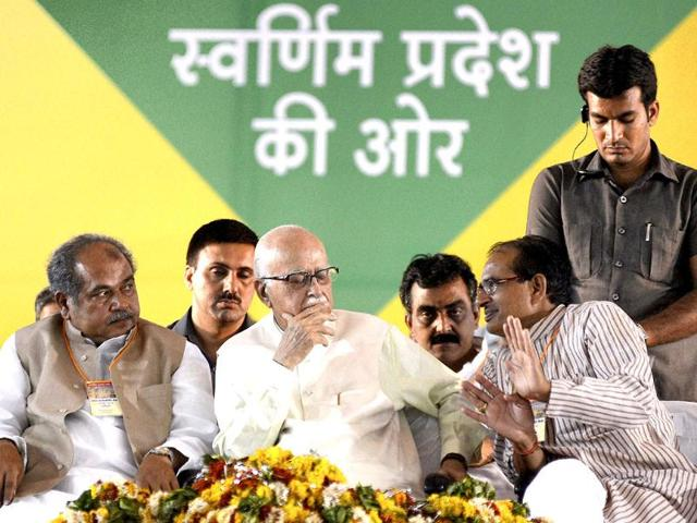 Senior-BJP-leader-LK-Advani-Madhya-Pradesh-chief-minister-Shivraj-Singh-Chouhan-and-state-BJP-president-Narendra-Singh-Tomar-are-seen-during-the-BJP-s-Palak-Sanyojak-convention-in-Gwalior-PTI