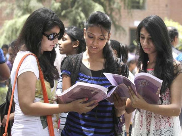 Students-flock-to-the-Faculty-of-Arts-in--Delhi-University-s-North-Campus-during-the-admission-process-for-the-new-four-year-undergraduate-courses-HT-Photo-Virendra-Singh-Gosain