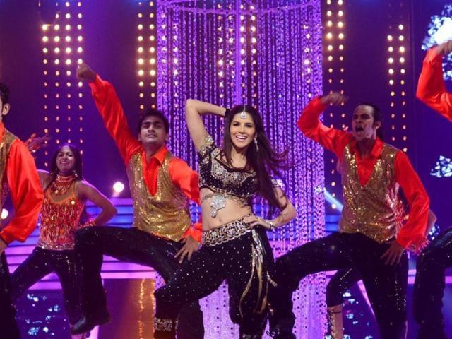 Sunny Leone,Madhuri Dixit,dance