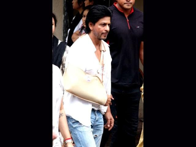 Shah-Rukh-Khan-and-Deepika-pose-together-AFP-Photo