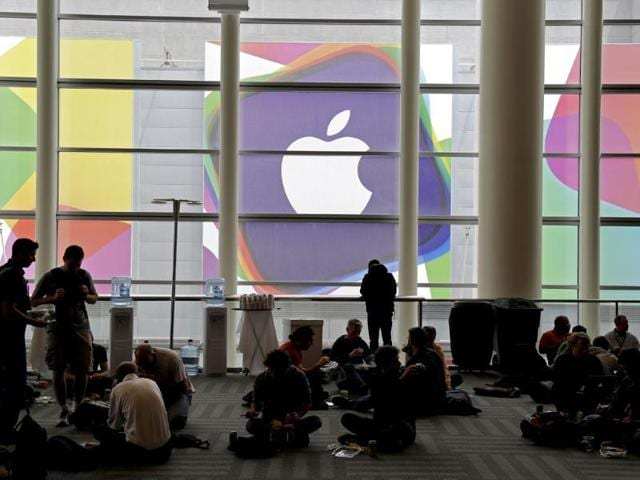 Apple,iPhone,iPads