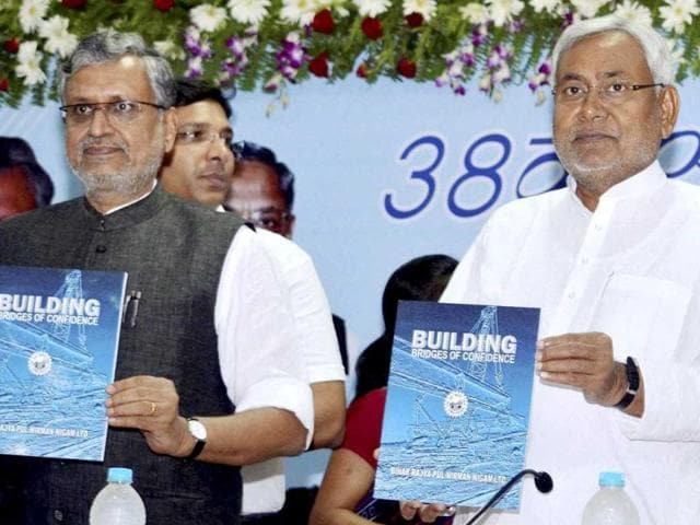 Bihar-CM-Nitish-Kumar-L-and-deputy-CM-Sushil-Kumar-Modi-at-a-function-in-Patna-The-alliance-between-their-parties-is-heading-for-a-split-AP-photo