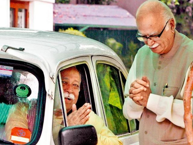 RSS-chief-Mohan-Bhagwat-in-car-with-BJP-s-LK-Advani-after-a-breakfast-meeting-at-the-latter-s-residence-in-New-Delhi-in-2009-Arvind-Yadav-HT-file-photo