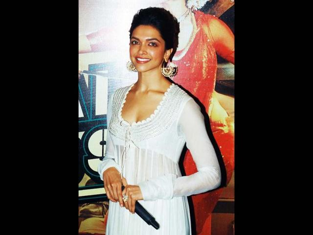 Deepika-Padukone-in-a-still-from-Chennai-Express