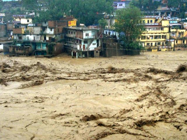 Home minister takes stock of flood situation in J-K