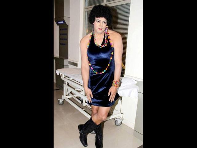 Vindoo-Dara-Singh-cross-dresses-for-the-film-Balwinder-Singh-Famous-Ho-Gaya