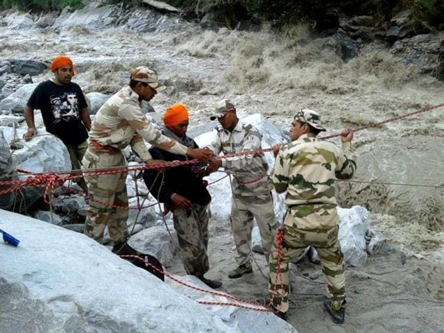 ITBP-teams-are-carrying-out-rescue-and-relief-operation-for-people-stranded-in-Kedarnath-ITBP-photo