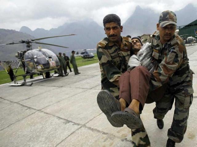 Victims-waiting-for-helicopter-to-get-air-lifted-from-Gaurikund-in-Uttarakhand-Arijit-Sen-HT-Photo
