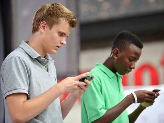 technology addiction,internet addiction,Remy Oudghiri