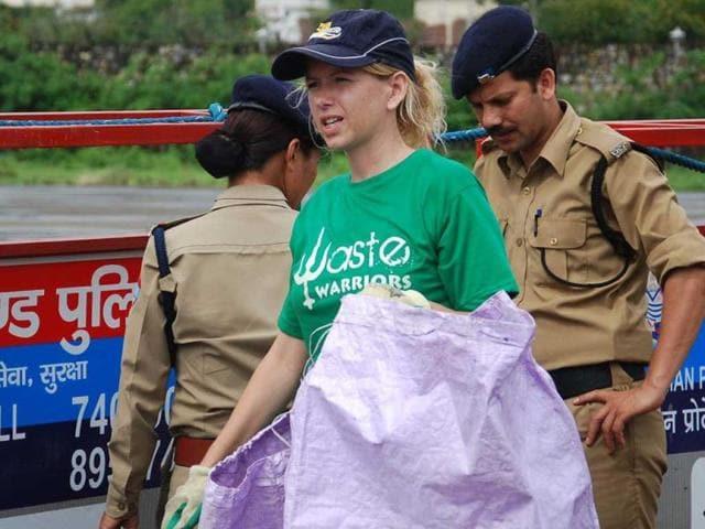Jodie-Underhill-hand-picking-garbage-that-has-been-strewn-around-the-premises-of-Doon-Helidrome-in-Dehradun-Vinay-Santosh-Kumar-HT