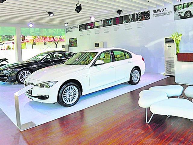 A-makeshift-BMW-showroom-in-Kottayam