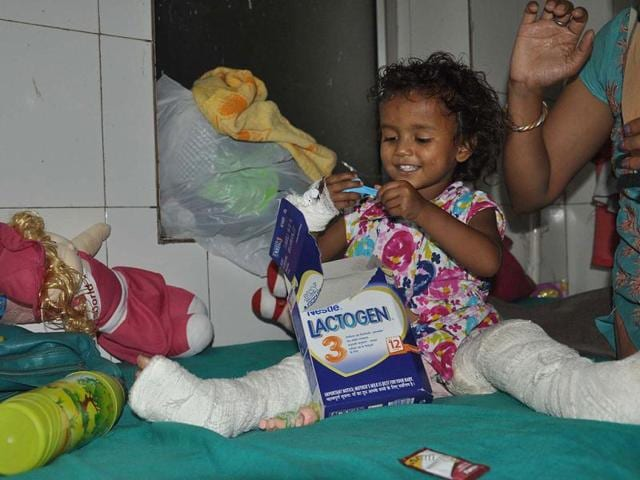 A-three-year-old-rescued-from-Kedarnath-recuperates-with-broken-legs-at-the-district-hospital-of-Dehradun-The-child-is-unable-to-tell-the-name-of-her-parents-or-any-other-information-that-may-help-identify-her-Authorities-have-issued-her-photo-hoping-her-relatives-will-spot-her-HT-photo