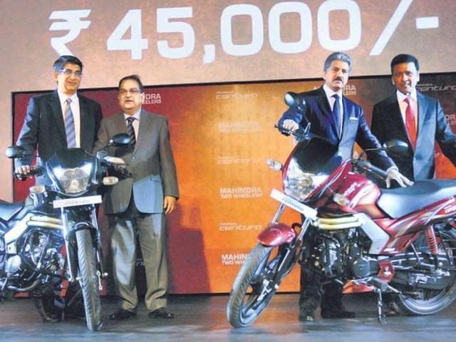 Mahindra-group-chairman-Anand-Mahindra-2nd-from-right-and-other-officials-unveiling-the-Centuro-in-Jaipur-on-Monday-PTI