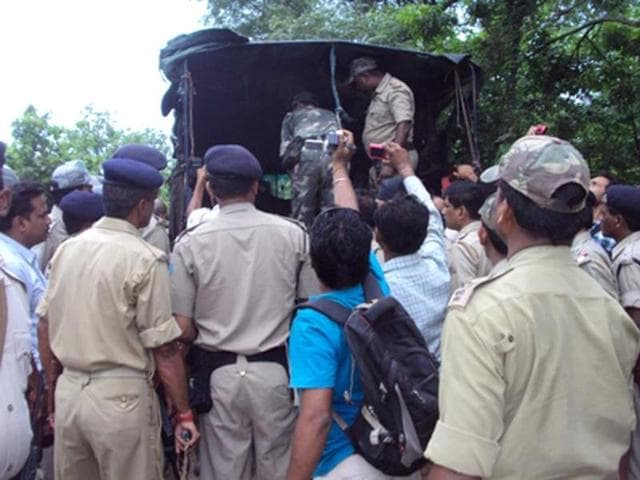 jharkhand maoist attack,maoists attack,cavalcade