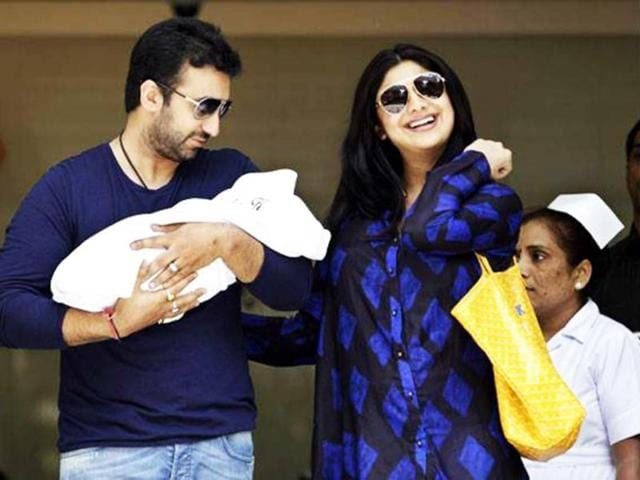 Mummy Shilpa Shetty and daddy Raj Kundra make a public appearance with their infant