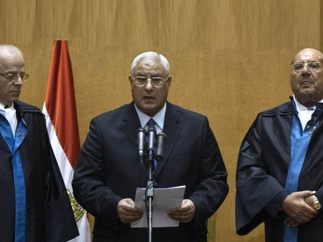 Egypt: interim prez meets army chief; 36 dead