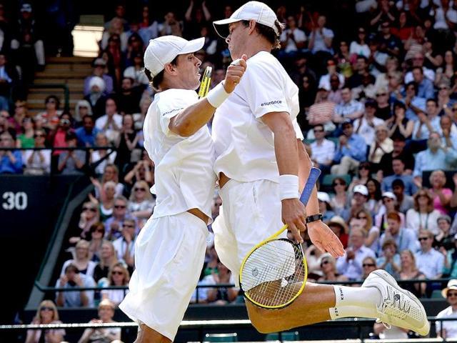Bryans win Wimbledon doubles, complete Grand Slam
