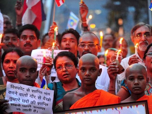 Members of the Bauddh Commune International participate in a peace vigil in Allahabad following a series of blasts at the Both Gaya temple on July 7, 2013. (AFP Photo)