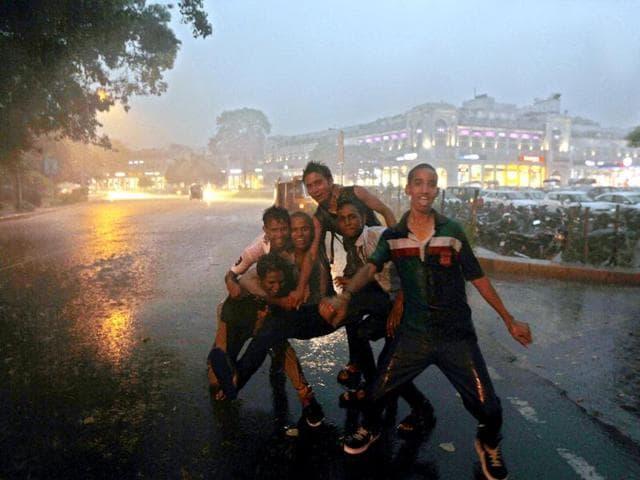 Delhi,rain,Safdarjung station