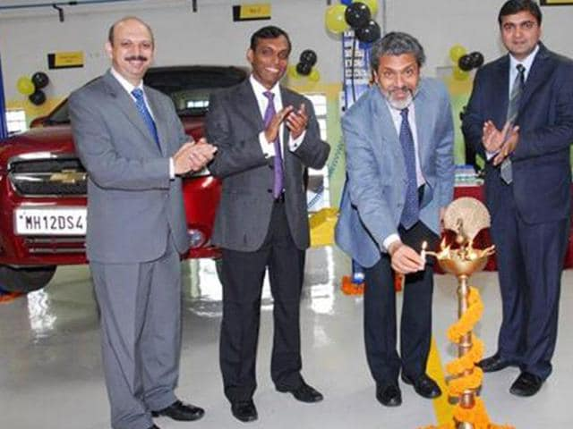 mahindra first choice services,workshop,car workshop