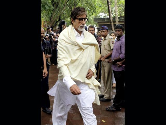 Amitabh Bachchan,defends,dancing around the trees