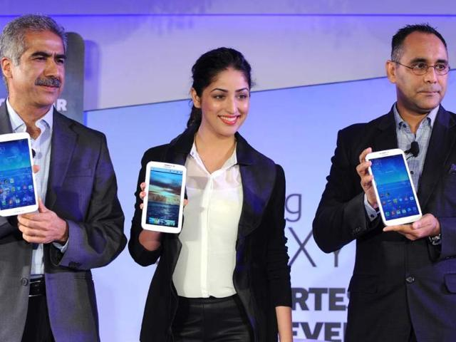 Samsung-Country-Head-of-Mobile-and-Imaging-Business-Vineet-Taneja-Indian-Bollywood-actress-Yami-Gautam-and-Director-Samsung-Mobile-Manu-Sharma-pose-displaying-the-newly-launched-Galaxy-Tab-3-series-at-a-function-in-New-Delhi-Photo-AFP-Sajjad-Hussain
