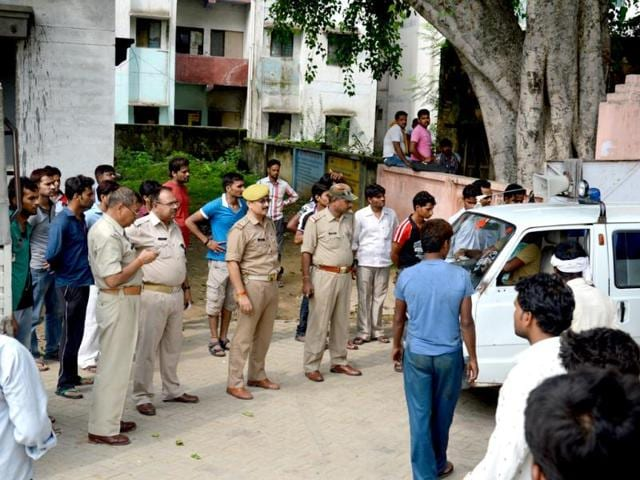 A-20-year-old-private-tutor-who-was-allegedly-gang-raped-by-her-fianc-and-his-associates-and-set-on-fire-in-Etawah-last-week-died-in-hospital-The-victim-s-body-being-taken-to-her-village-from-the-Etawah-mortuary-in-an-ambulance-HT-Photo-Haidar-A-Naqvi