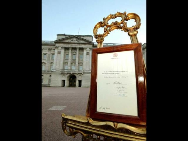 An easel stands in the forecourt of Buckingham Palace in London to announce the birth of a baby boy to Prince William and Catherine, Duchess of Cambridge, at St Mary