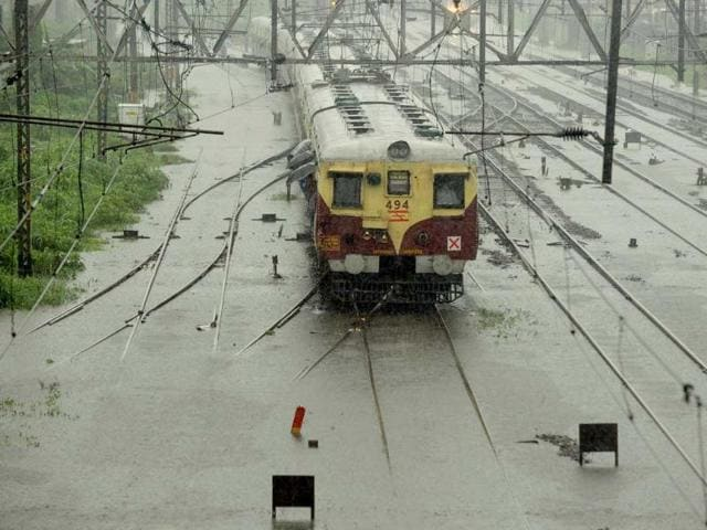 Mumbai local train mishap,Chhatrapati Shivaji Terminus,Mumbai train accident