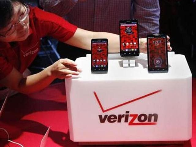 The-Droid-Mini-Droid-Ultra-and-Droid-Maxx-are-seen-on-display-during-the-Verizon-Wireless-media-event-in-New-York-Credit-Reuters-Shannon-Stapleton