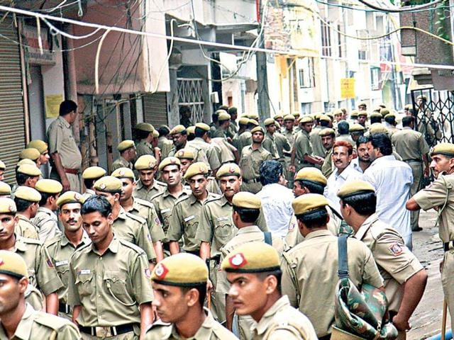 Batla-House-encounter-case-File-photo-of-Delhi-Police-personnel-at-the-spot-a-day-after-the-encounter-Delhi-court-convicted-main-suspected-IM-operative-Shehzad-Ahmad-for-murder-of-inspector-MC-Sharma-other-offences-in-the-2008-Batla-House-encounter-case-Sunil-Saxena-HT-Photo