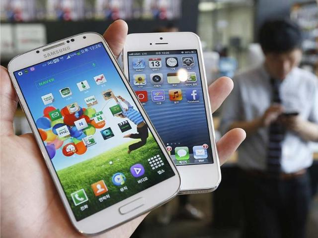 Samsung-Galaxy-S4-L-and-Apple-s-iPhone-5-are-seen-in-this-illustration-taken-in-Seoul-Reuters-Kim-Hong-Ji